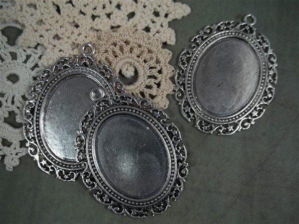 silver cameo frames by butterbeescraps